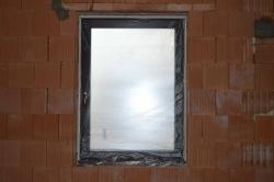 Zakrytie okien ochrannou foliou.JPG